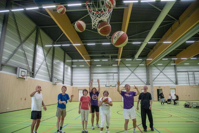 Walking basketbal voor ouderen is al op meerdere plekken in het land geïntroduceerd.