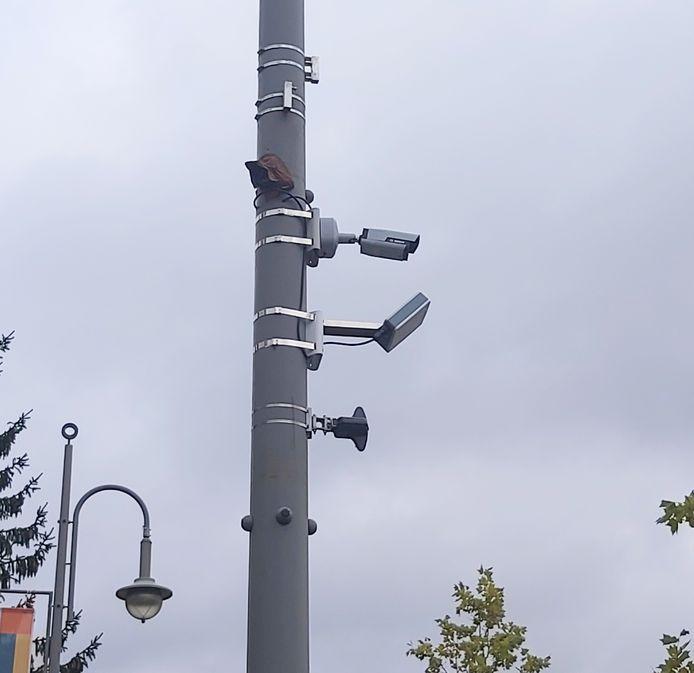 De camera's en microfoons hangen onopvallend op in de Stalenstraat in Genk.