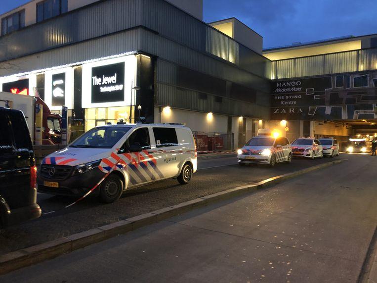Het onderzoek na de schietpartij in het appartement aan het Stadhuisplein in Almere.  Beeld ANP