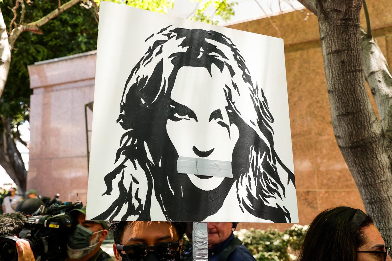 Onder de hashtag #FreeBritney strijden fans er al jaren voor om James Spears uit zijn functie als curator te ontzetten.  Beeld Getty Images
