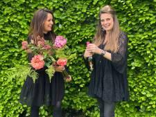 'Bloemenzusjes' Annelène en Roseline verkopen zijden bloemen: duurzaam en niet van echt te onderscheiden