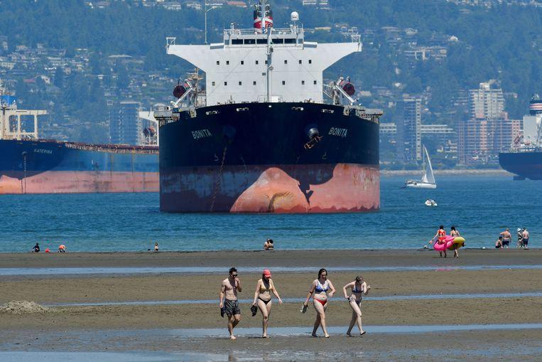 Bewoners van Vancouver zoeken het water op om af te koelen. Beeld REUTERS