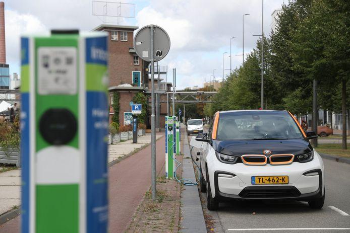 Deelauto Amber is gestart met een nieuwe service in Eindhoven. BrabantWonen en Mooiland gaan na of er in Den Bosch animo is voor het fenomeen autodelen.
