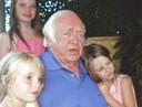 Papa Roland met Axelles kinderen Janelle (nu 20), Gloria (nu 16) en Billie (nu 13).