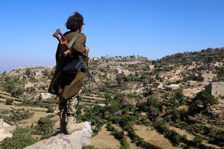 Een regeringsstrijder in het Jemenitische Taiz. Beeld AFP