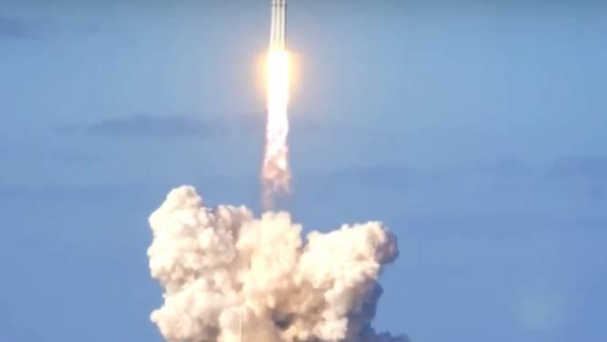 HERBEKIJK: Elon Musks krachtigste draagraket ter wereld gelanceerd