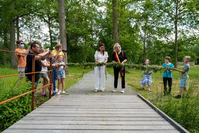 De Eendenkooi werd feestelijk geopend vandaag door de burgemeester en de minister.