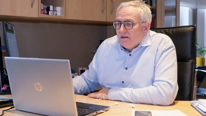 """Professor Dirk Devroey trekt aan alarmbel: """"Meer dan helft komt niet om vaccin"""""""