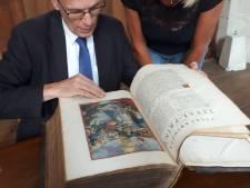 Topper tijdens Zwolse taxatiedag: bijbel met een waarde van 10.000 euro