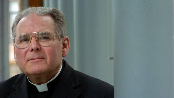 """Nieuwe klacht tegen Roger Vangheluwe: """"Foto's tonen hoe hij en priester slachtoffer misbruiken"""""""