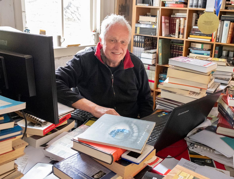 Hans Sakkers schreef oorlogsboek en wandelgids. ,,Een nieuw avontuur voor mij dat zeker vervolg krijgt.'' foto Dirk-Jan Gjeltema