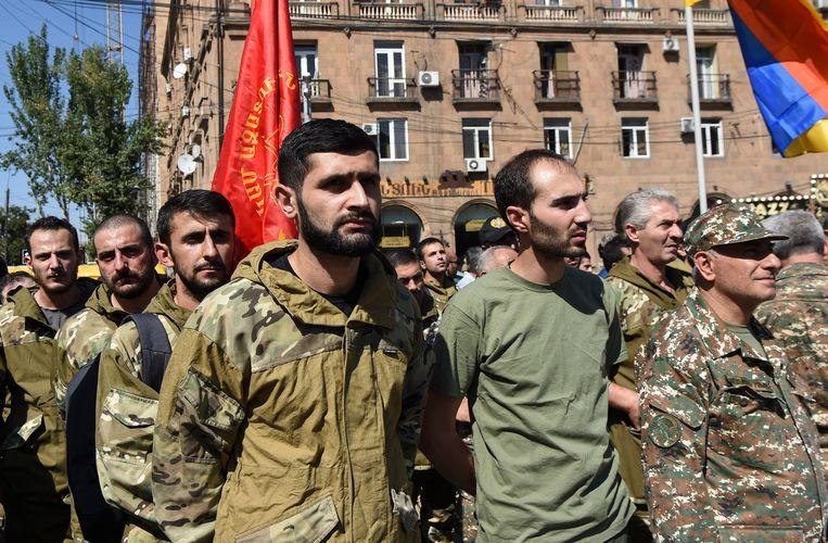 Armeense vrijwilligers melden zich om naar de betwiste regio te gaan. Beeld EPA