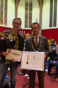 Johan Kock is vrijwilliger van het jaar in Zevenaar: 'Jong en oud verbindt hij'