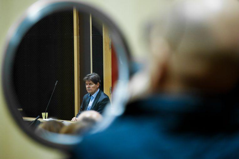 Bernard Wesphael (57) in het assisenhof van Bergen. De oud-politicus staat terecht voor doodslag op zijn vrouw. Beeld BELGA