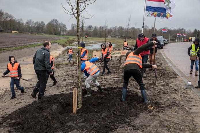 Boomplantdag aan de Weerijs in Gemert.