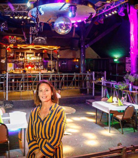 Dewy bouwt nachtclub in Eesveen om tot restaurant: 'We moeten wat om het bedrijf overeind te houden'