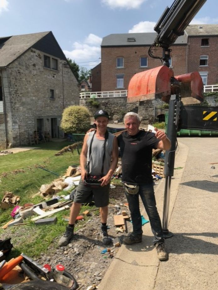 Jan tijdens het opruimwerk in Luik.