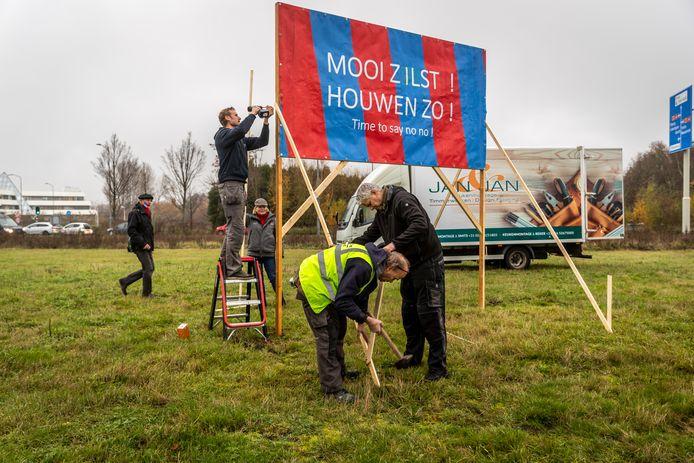 Een plan voor twee nieuwe fastfoodrestaurants op het veldje tussen de Heistraat en Zoom is zo'n project waar in Veldhoven veel weerstand tegen is.