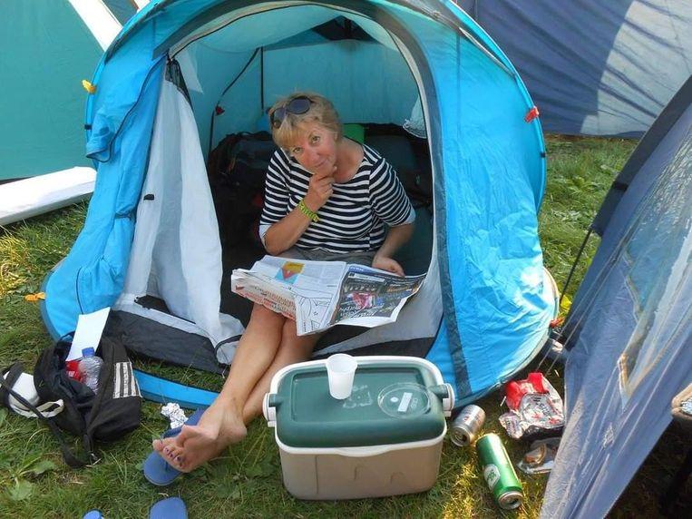 Sonja van den Brink in haar tentje. Beeld privé-archief