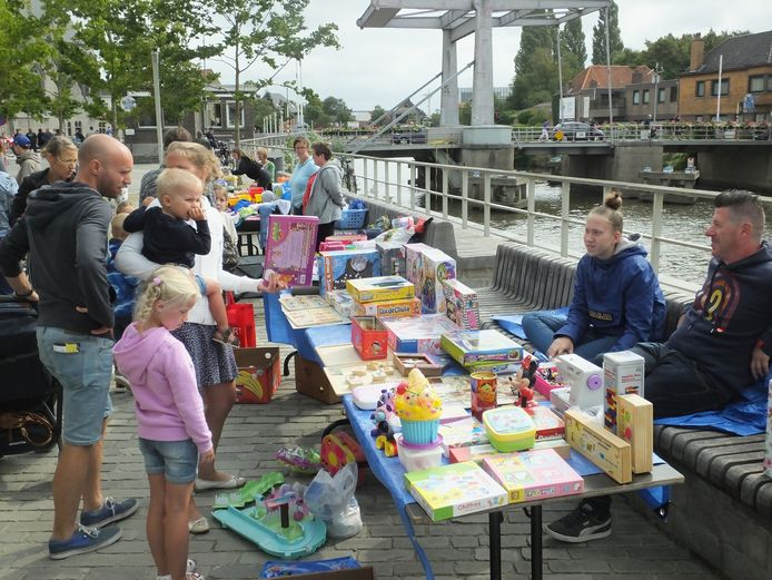 De kinderrommelmarkt in Deinze.