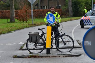 Fietser naar het ziekenhuis na botsing met auto op kruising in Breda