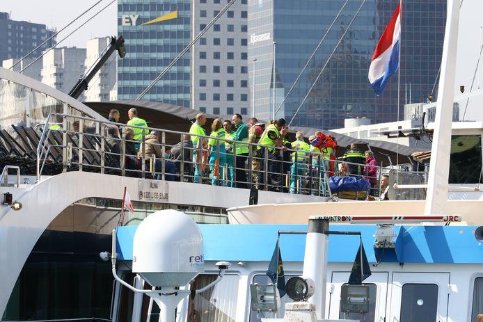Hulpdiensten zijn al ter plaatse aan de Oosterkade.