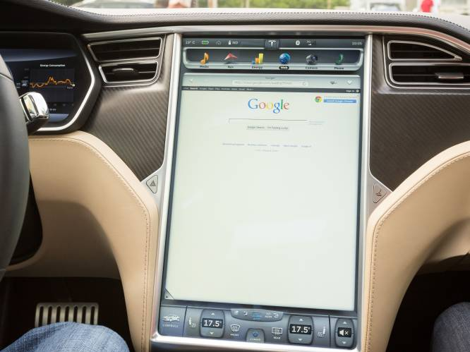 Hoe gevaarlijk is een ingebouwd touchscreen in je auto? Drie pintjes achter het stuur is vijf keer minder risicovol