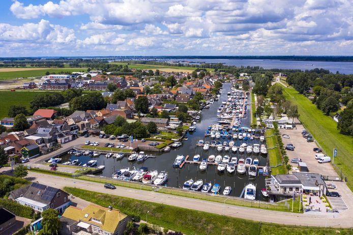 Jachthaven Lage Zwaluwe aan de Amer bij de Biesbosch.