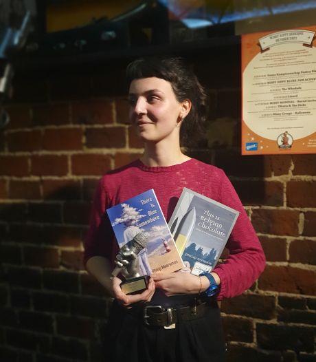"""Loeke (25) wint Gents Kampioenschap Slam Poetry: """"Ik maak kritische observaties over de wereld"""""""
