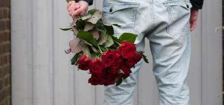 Een bos rode rozen voor je valentijn? Dat is dan 100 euro