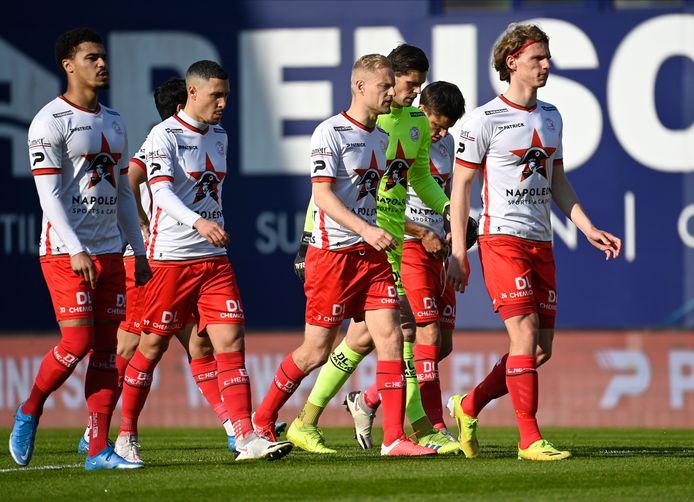Na de zware nederlaag tegen AA Gent druipen de spelers van Zulte Waregem af.  Voor Humphreys, Bruno, Deschacht, Bostyn, Vossen en Pletinckx eindigde het seizoen met een forse ontgoocheling.
