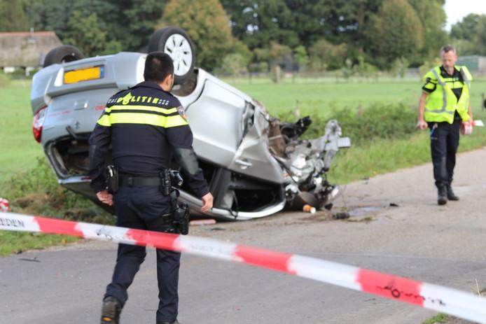 Op de Harderwijkerweg bij Uddel vloog een auto over de kop.