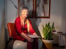 Elke dag doet Lenie (67) een ontbijtritueel in haar knusse hoekje: 'Dat is jouw hoekje, hé oma?'