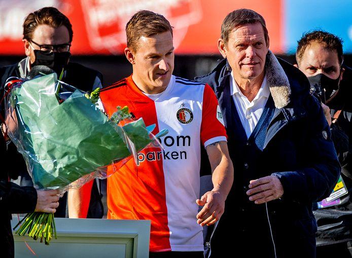 Jens Toornstra werd voor de wedstrijd gehuldigd en blonk tijdens het duel uit.