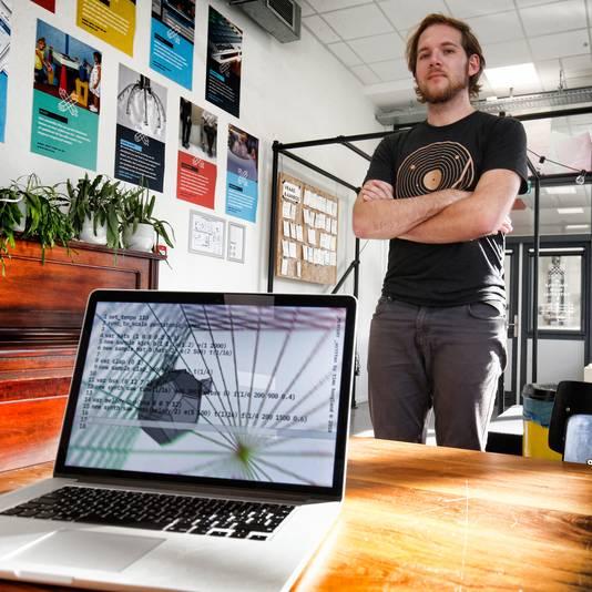 Een scherm vol met codes. Timo Hoogland, masterstudent én docent aan de Hogeschool voor de Kunsten (HKU), zal tijdens de eerste Utrechtse algorave live in de Ekko muziek programmeren.