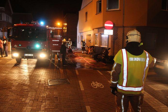 Door de brand was de Nieuwstraat in Lede ongeveer een uur afgesloten voor het verkeer.