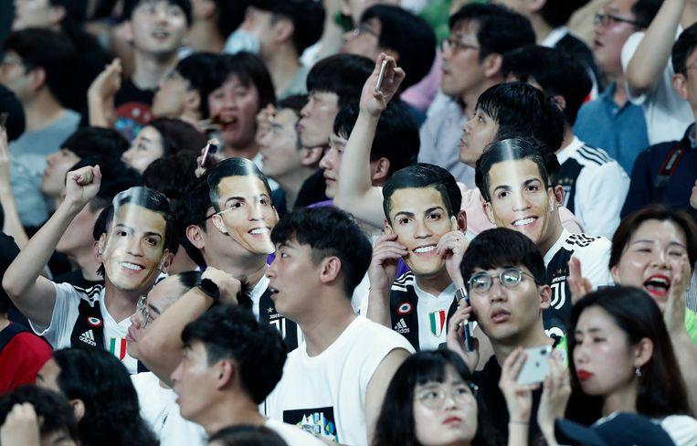 En of de fans uitkeken naar Ronaldo.