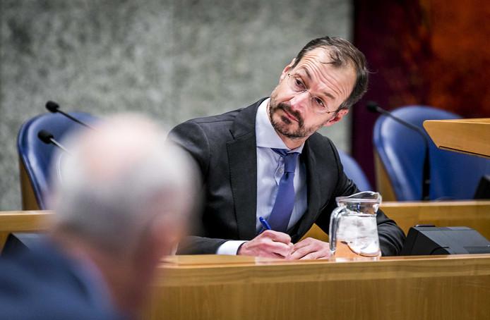 Eric Wiebes, minister van Economische Zaken en Klimaat, wil dat Nederland in 2030 bijna de helft minder CO2 uitstoot dan in 1990.