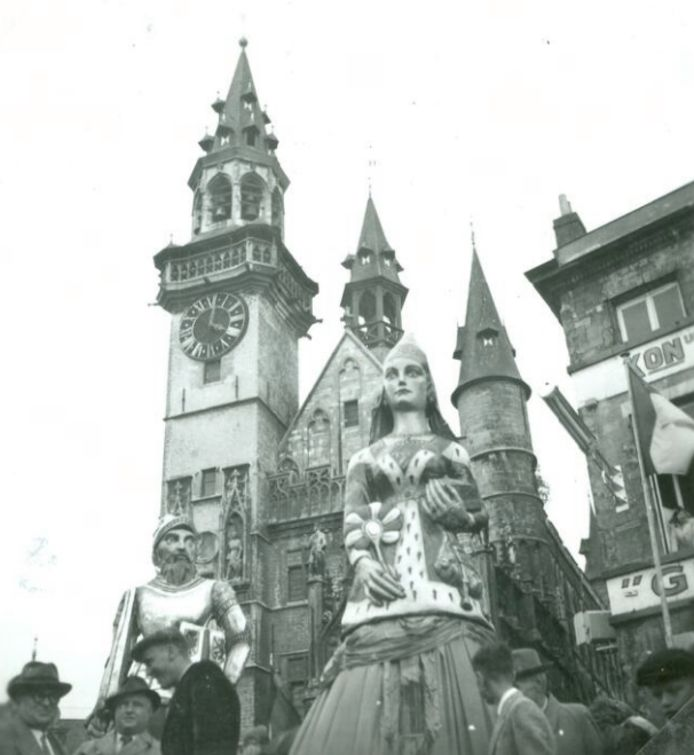 De belangrijkste Aalsterse reuzen zijn vernoemd naar Iwein van Aalst en zijn vrouw Lauretta Van den Elzas.
