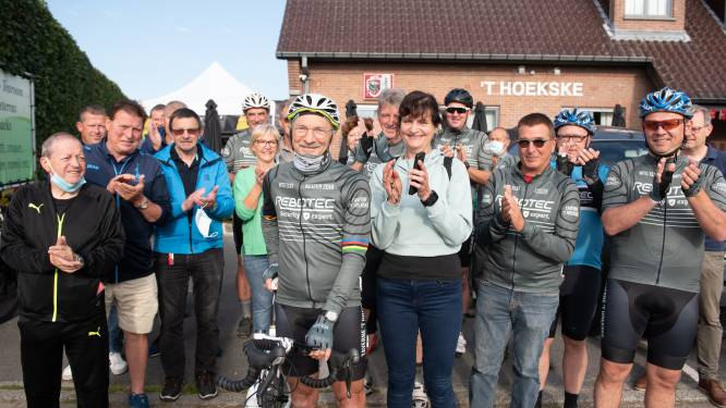 """Luc (66) fietst in zijn eentje naar Rome: """"Een eerbetoon aan alle coronaslachtoffers"""""""