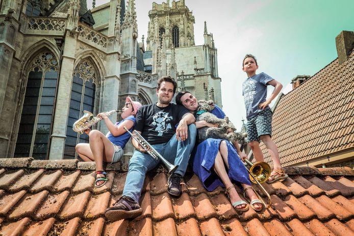 De woning van Marian, Simon, Lisa en Tars ligt in hartje Mechelen, pal naast de Sint-Rombouts-kathedraal.
