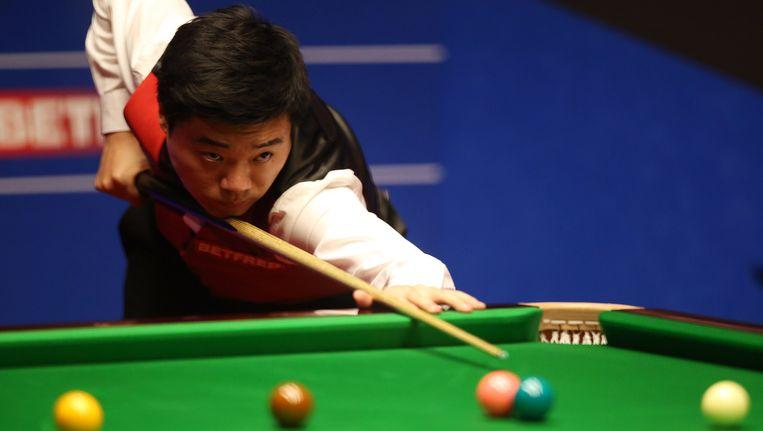 Ding Junhui is de eerste Aziaat die de WK-finale speelt. Beeld AP