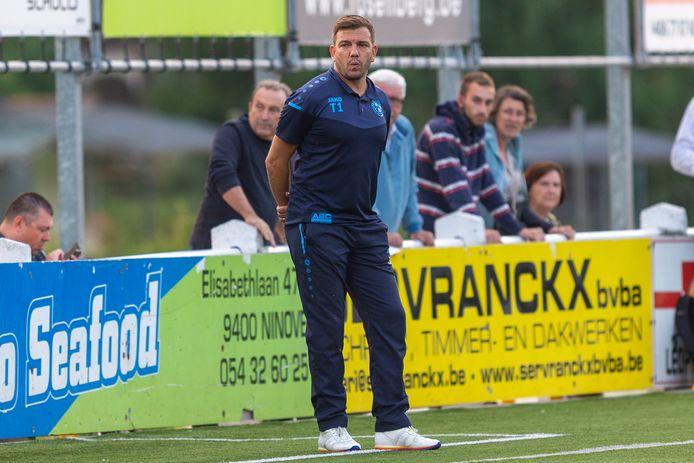 De Ninoofse coach Alan Haydock zette met zijn ploeg een knappe competitiestart neer door drie keer op rij te winnen. Zaterdag gaat hij in de lastige verplaatsing naar Sparta Petegem opnieuw voor de drie punten.