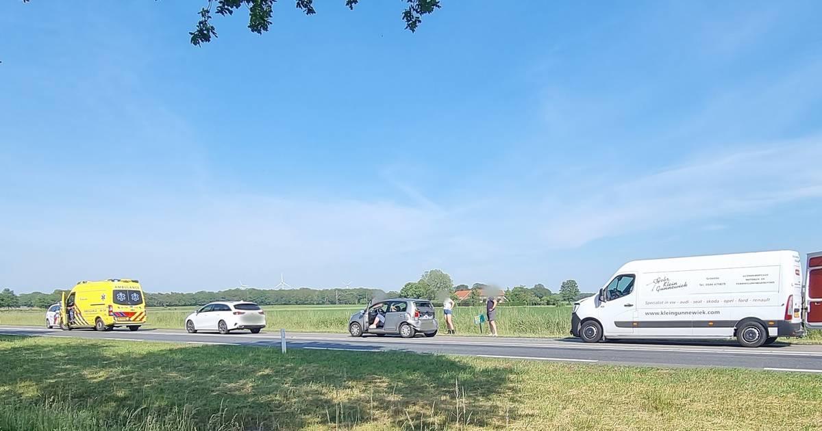 Flinke file door ongeval met drie autos op N18 bij Heelweg.