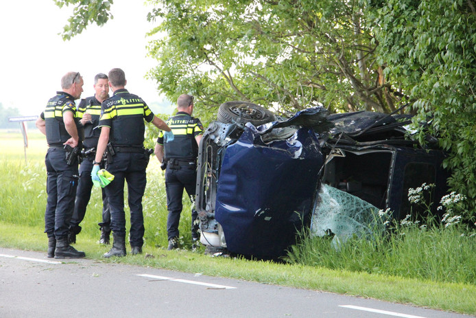 Aan de Leliëndaalseweg bij Middelburg is een auto van de weg geraakt.