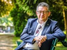"""Burgemeester van Brugge ontsnapte één jaar geleden nipt aan de dood na moordpoging: """"Mijn litteken doet me er dagelijks aan denken"""""""
