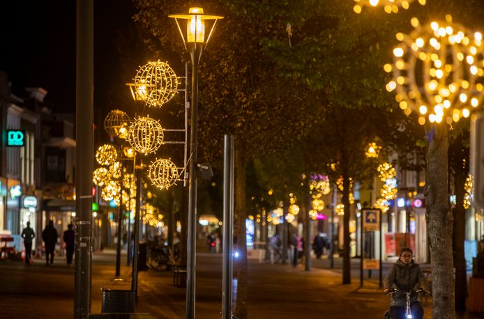 Kerstverlichting in het centrum van Veenendaal, licht dat betaald wordt door de plaatselijke ondernemers.