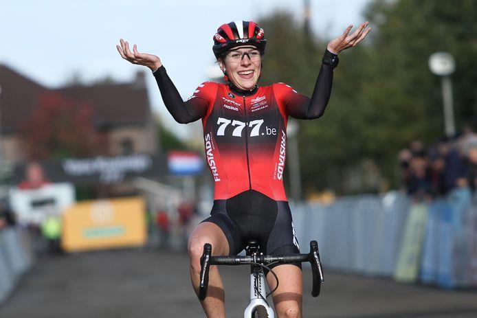 Yara Kastelijn snapte er vanmiddag zelf ook niks van: ze won in Gavere.
