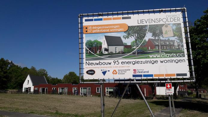 Bouwbord vernieuwing Lievenspolder staat er nog.