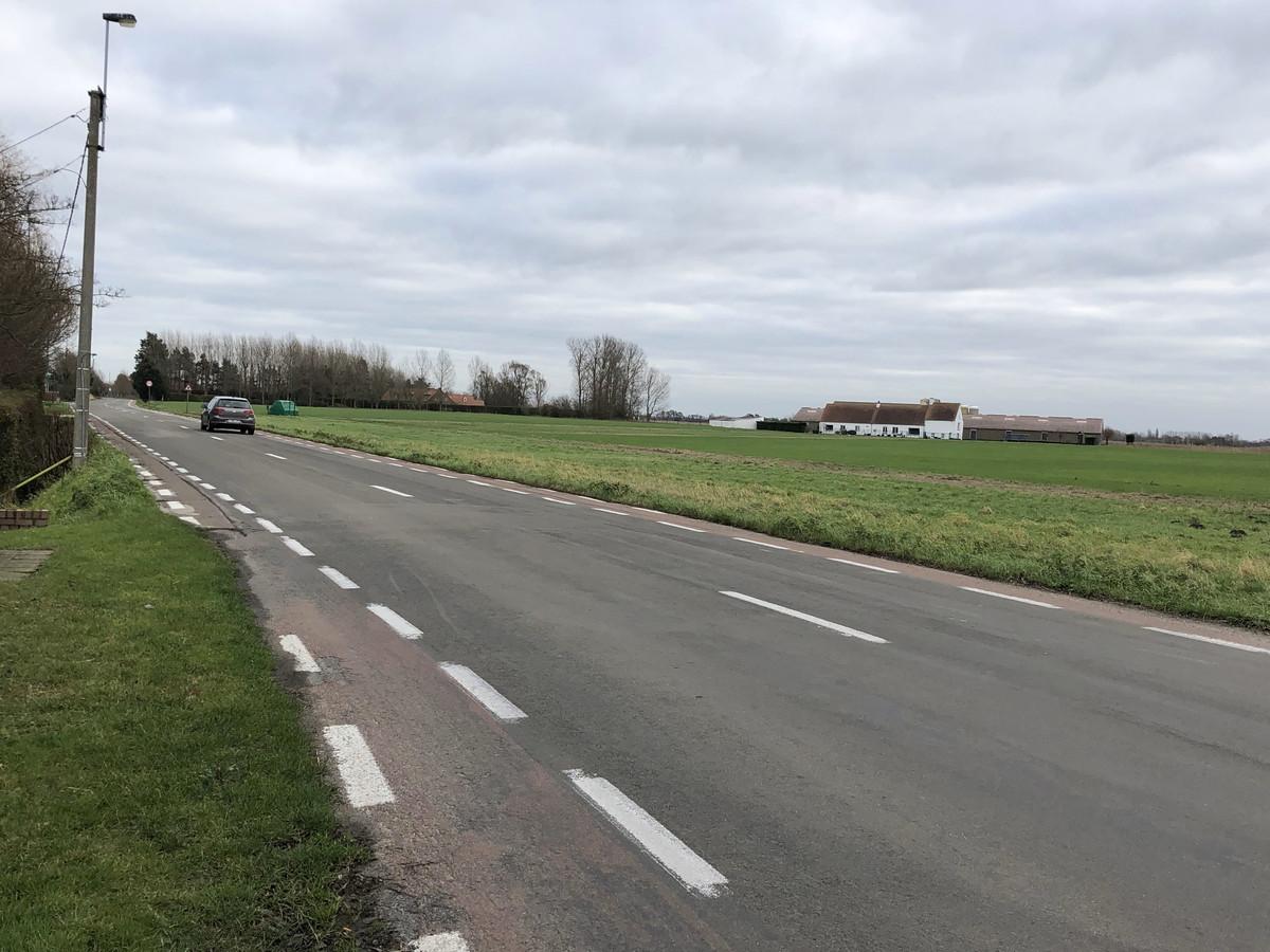 De Grotestraat tussen De Haan en Nieuwmunster is nu niet echt veilig voor fietsers